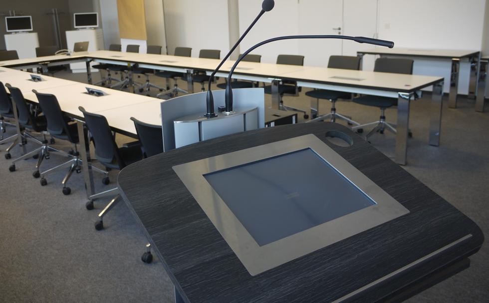 Rednerpult in Konferenzräumen