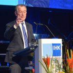 Beim Jahresempfang der Industrie- und Handelskammer 2015 in Siegen sprach Bundesminister a.D. Franz Müntefering.  Dabei konnte er sich auf ein Rednerpult faircom moto verlassen.