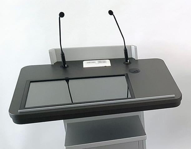 faircom media liefert drei Stehpulte vom Typ faircom moto  an die Kath. Hochschule in Paderborn.  Die Pulte sind jeweils ausgestattet mit einem 22 Zoll  Elotouch Display und einem Extron MLC Bedienfeld zur Mediensteuerung (Quellenumschaltung).