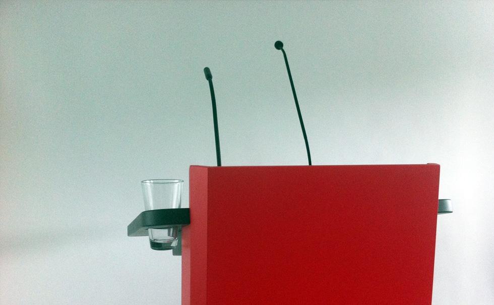 Mikrophon, Lampe und Glashalterung