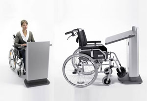 Die Österreichische Post erhält ein speziell an die Bedürfnisse von Rollstuhlfahrern angepasstes Rednerpult faircom moto.  Dieses ist sitzend nutzbar und per Knopfdruck elektrisch höhenverstellbar.  Durch die spezielle Konstruktion ist die Pultfläche mit einem Rollstuhl unterfahrbar und bietet ausreichend Kniefreiheit.