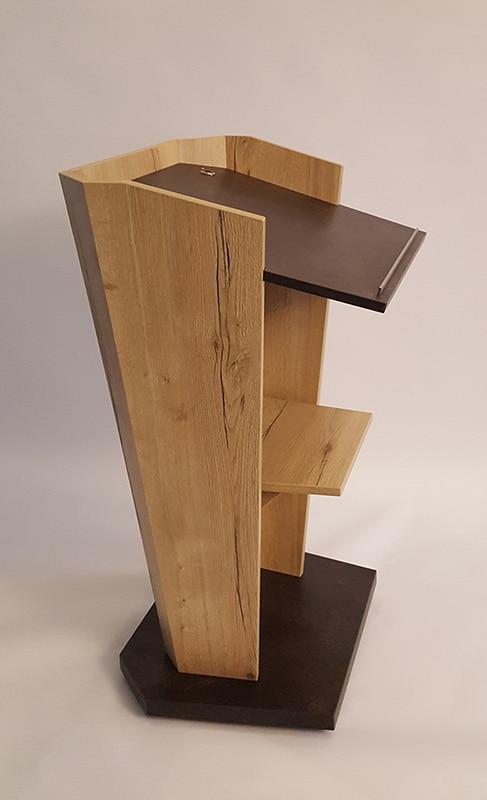 Holz-Rednerpult von der Seite