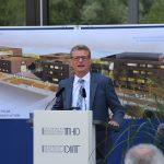 Die Technische Hochschule Deggendorf erhält ein Rednerpult vom Typ