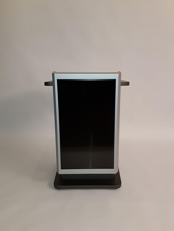 Pult mit Monitor